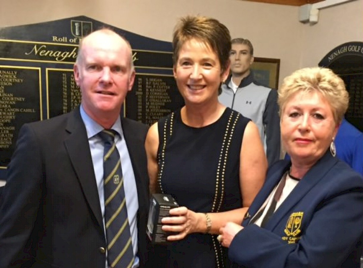Captains Prize to the Lady's Winner